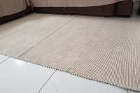 Tapete de sala manual cru com caramelo medindo 150x200 cm - Foto 2