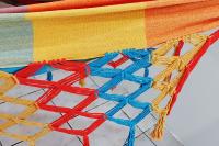 Rede de solteiro quadriculada amarela, laranja e azul piscina 100% algodão com varanda macramé - Foto 1