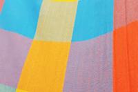 Rede de solteiro quadriculada amarela, laranja e azul piscina 100% algodão com varanda macramé - Foto 3